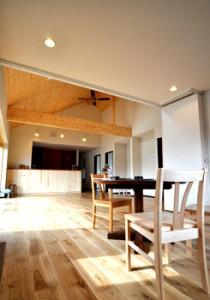 写真:下川町 S様邸 〜リビングに大きな木製窓のある手づくり感いっぱいの平屋のおうち〜(3)